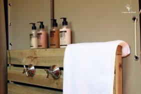 bathroom-detail-at-tented-eco-camp-gondwana