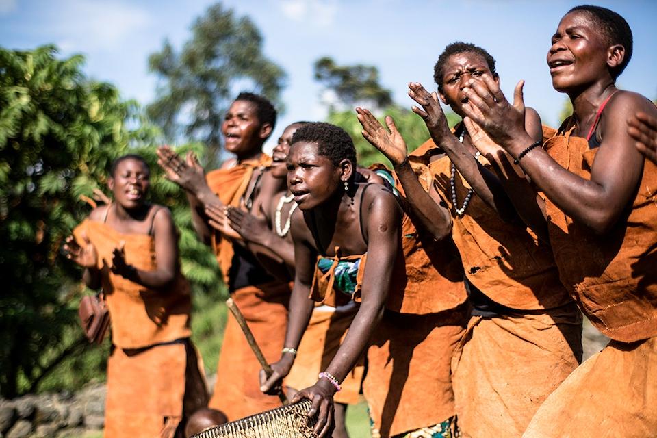 01 Batwa Tänzer Elela Africa