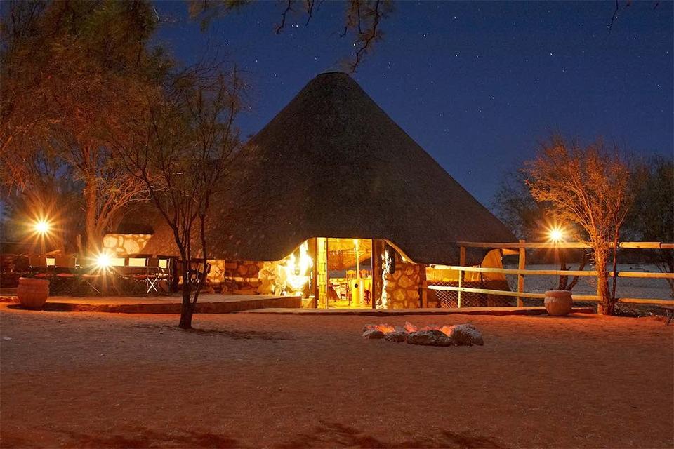 10 Lodge bei Nacht