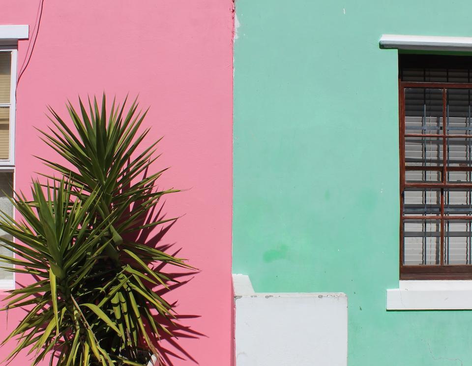 Die bunten Häuser sind typisch für das Stadtviertel Bo Kaap.